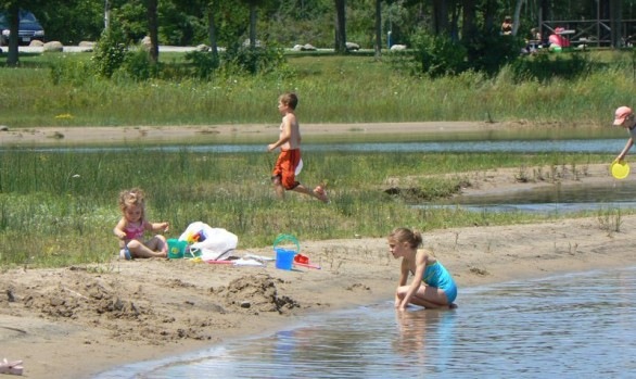 Hibou Beach Kids Playing
